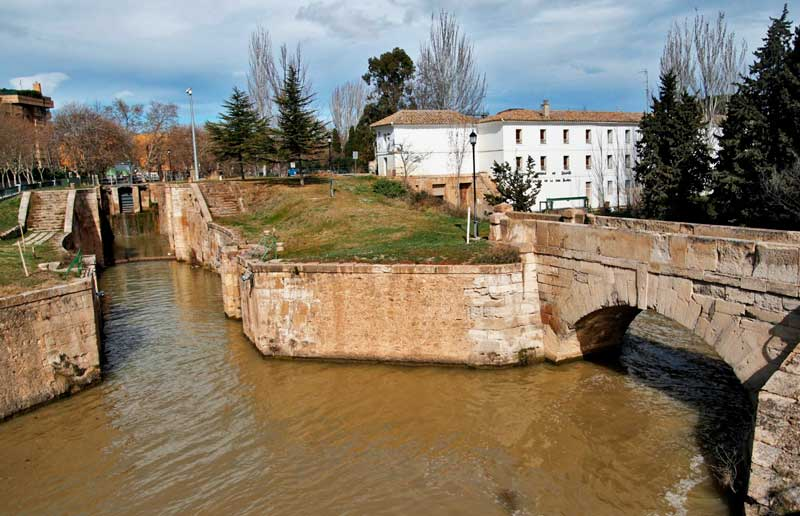Visita guiada por el Canal Imperial de Aragón